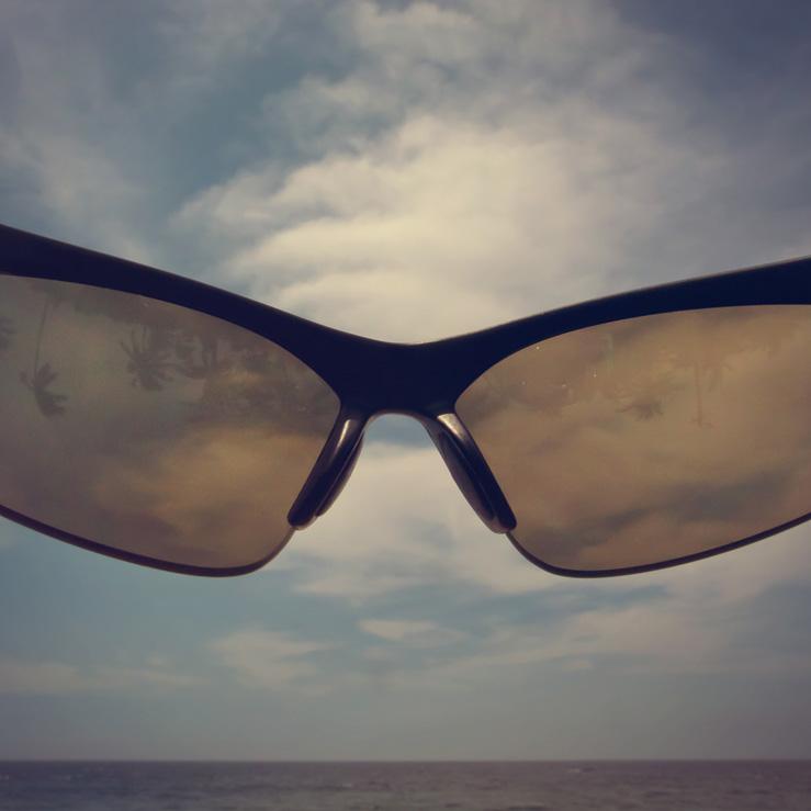 041 - goggles kovalam