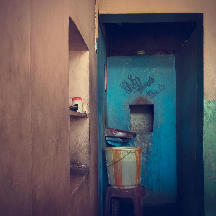 044 - washbasin bucket hotel