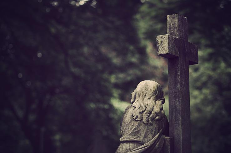057 - cemetery statue