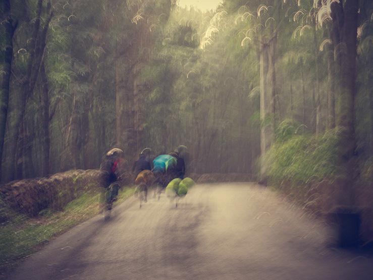 062 - Blurred cyclists