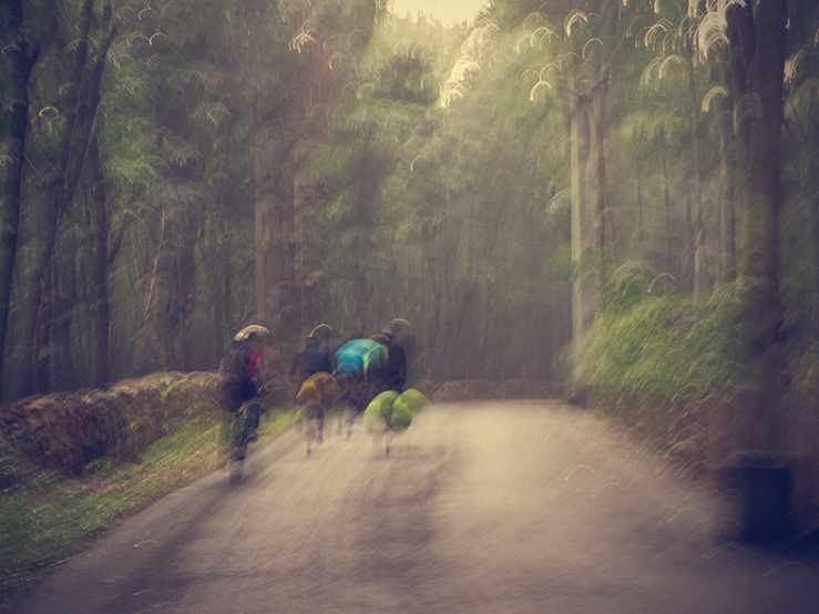 062 - Blurred cyclists
