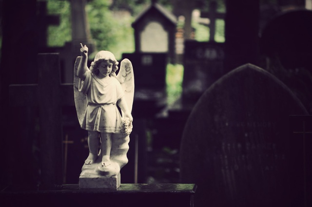096 - baby angel at cemetery