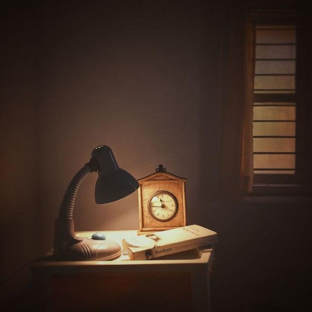 100 - side lamp book clock