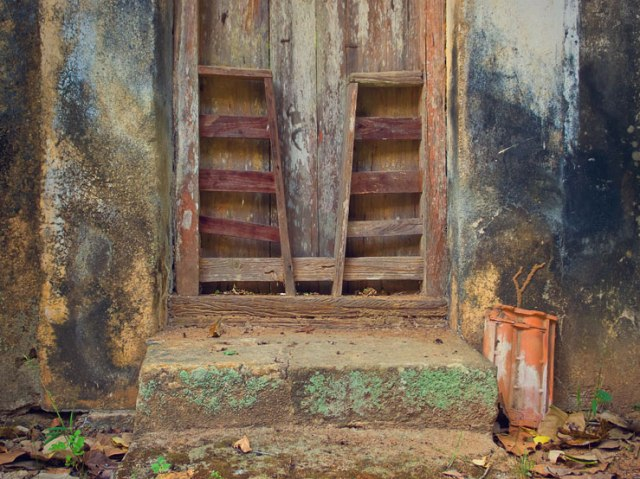 105 - weathere door tile
