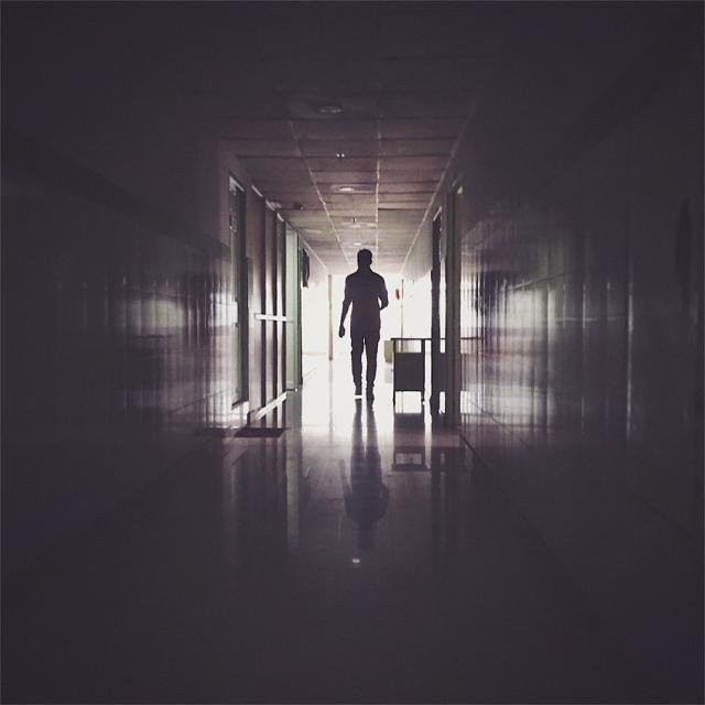 man-in-corridor-851.jpg